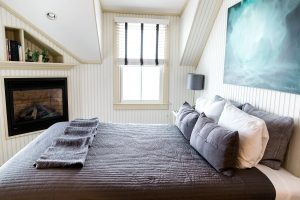 Tip Tuesday: How to organize a guest bedroom